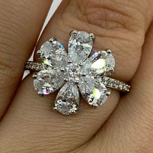 Gorgeous Flower CZ Ring Size 7